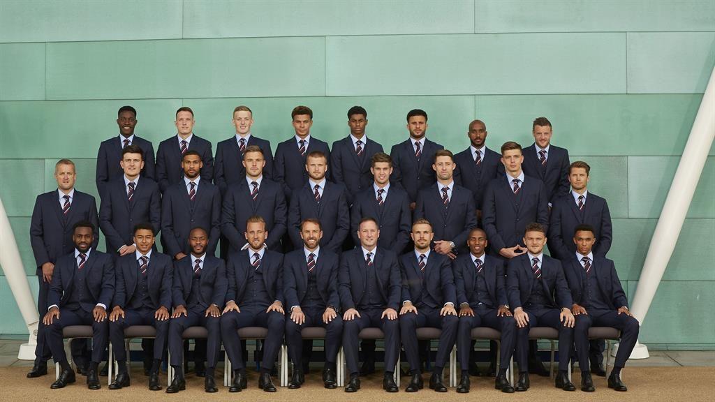 England's Marcus Rashford misses World Cup training after knee injury
