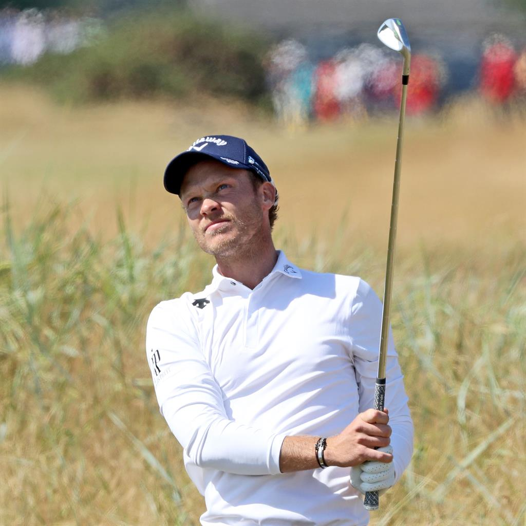 Charging Woods grabs share of lead at Carnoustie