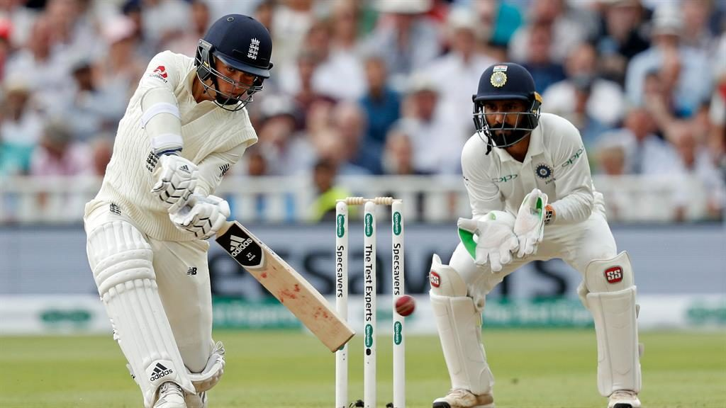 Kohli holds firm in 1st Test thriller after Curran revives England
