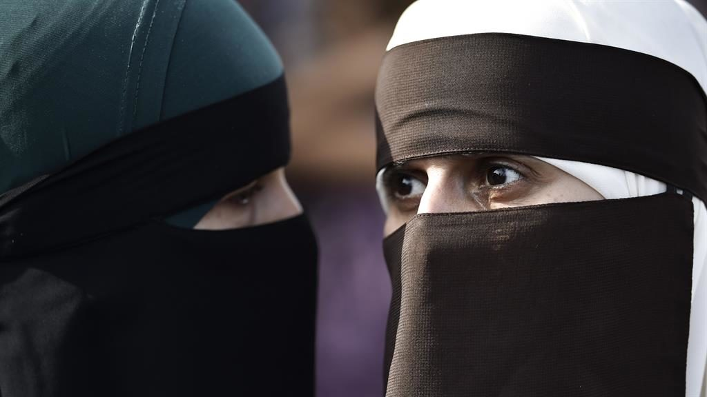 Boris Johnson claims women in burkas look like 'letter boxes'