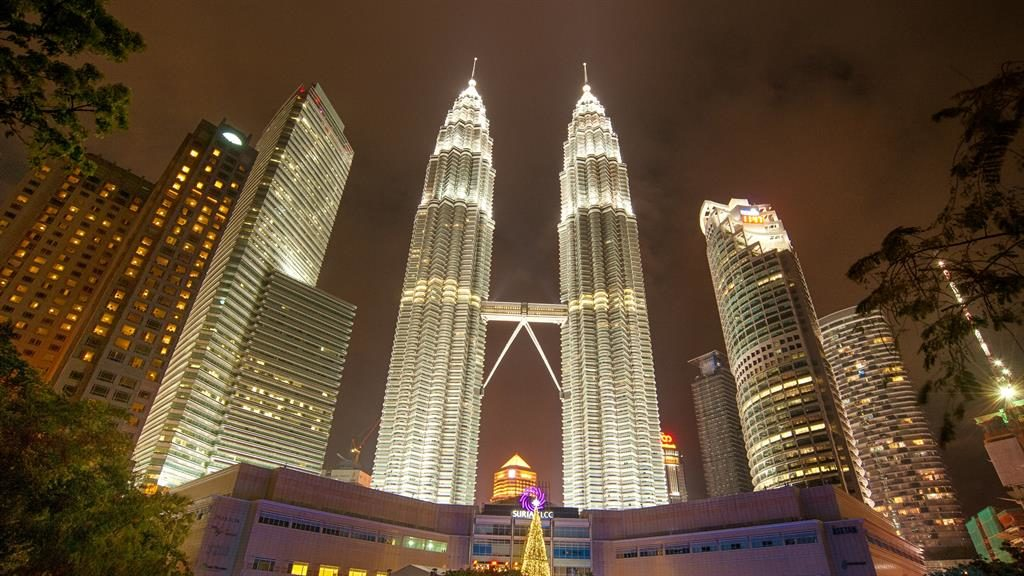 Making a connection: The Petronas Towers are the world's tallest twin skyscrapers