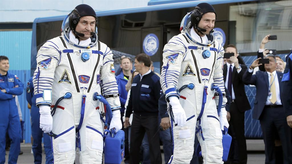 Astronauts doing well after emergency landing