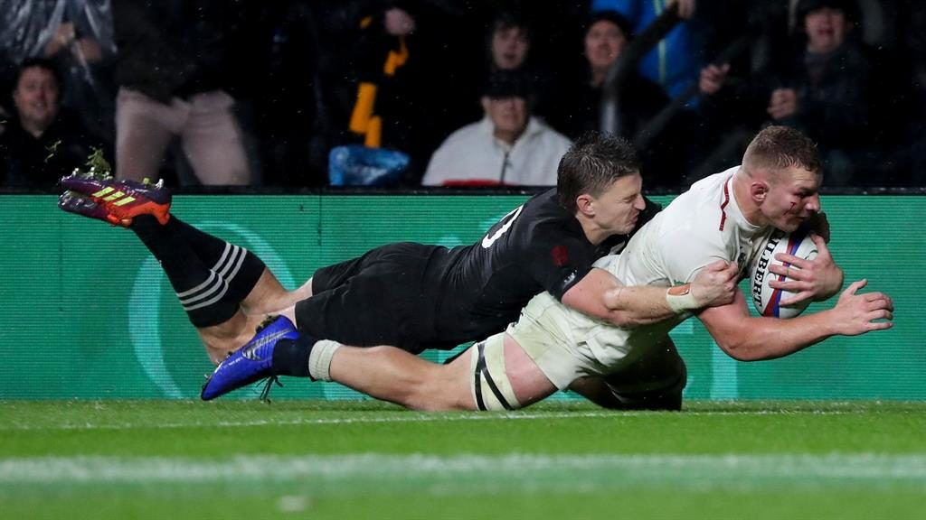 a9f25c54d96 Eddie Jones praises England for keeping their heads and getting on with it  after crushing blow in New Zealand clash