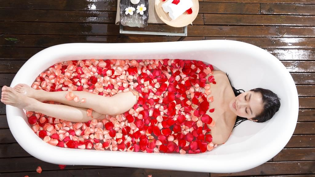 Heavy petal: A hot bath can burn around 100 calories