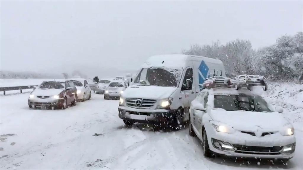 Standstill: Cars trapped in snow on the A30 near Newquay PICTURE: TWITTER