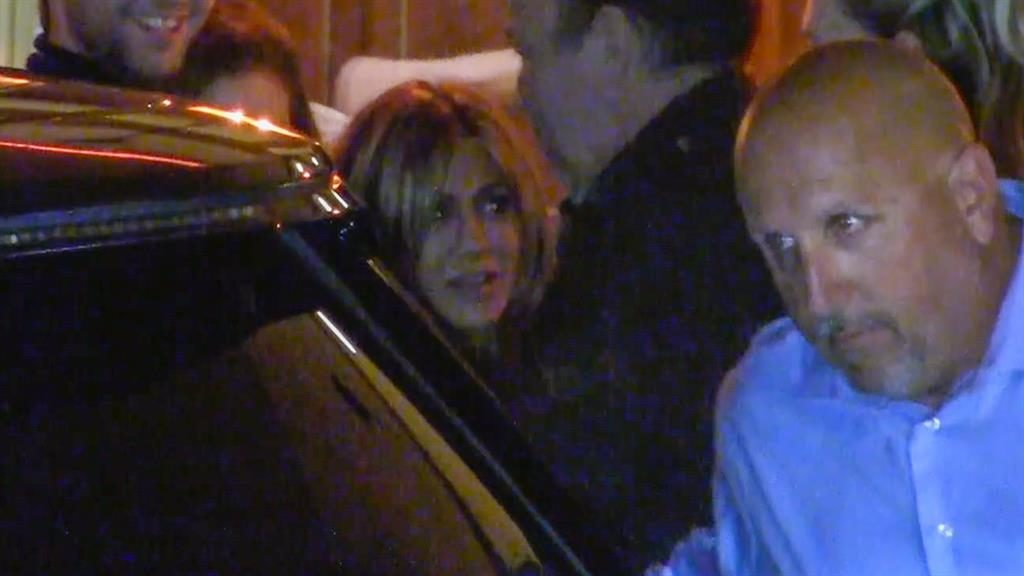 c8d23eea00c5 It's my party: Aniston arrives at her LA bash PICTURE: BACKGRID/SPLASHNEWS