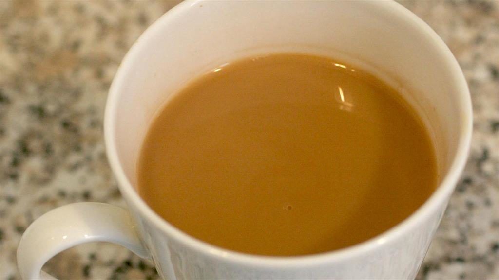 Drinking very hot tea increases risk of cancer