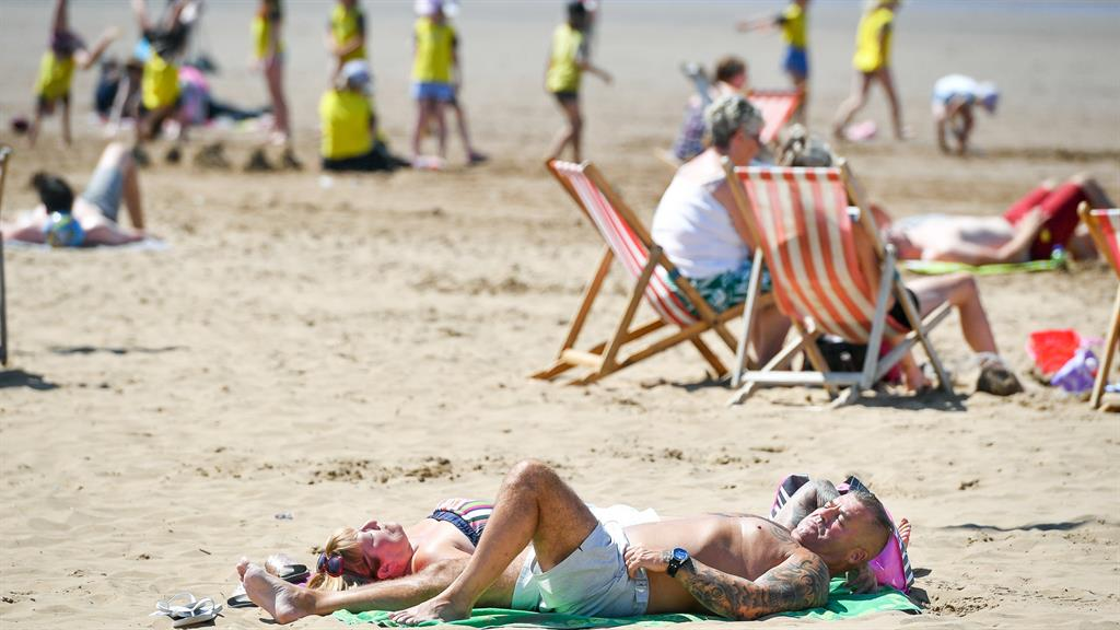 Easter sun days ahead… UK set to be hotter than Spain