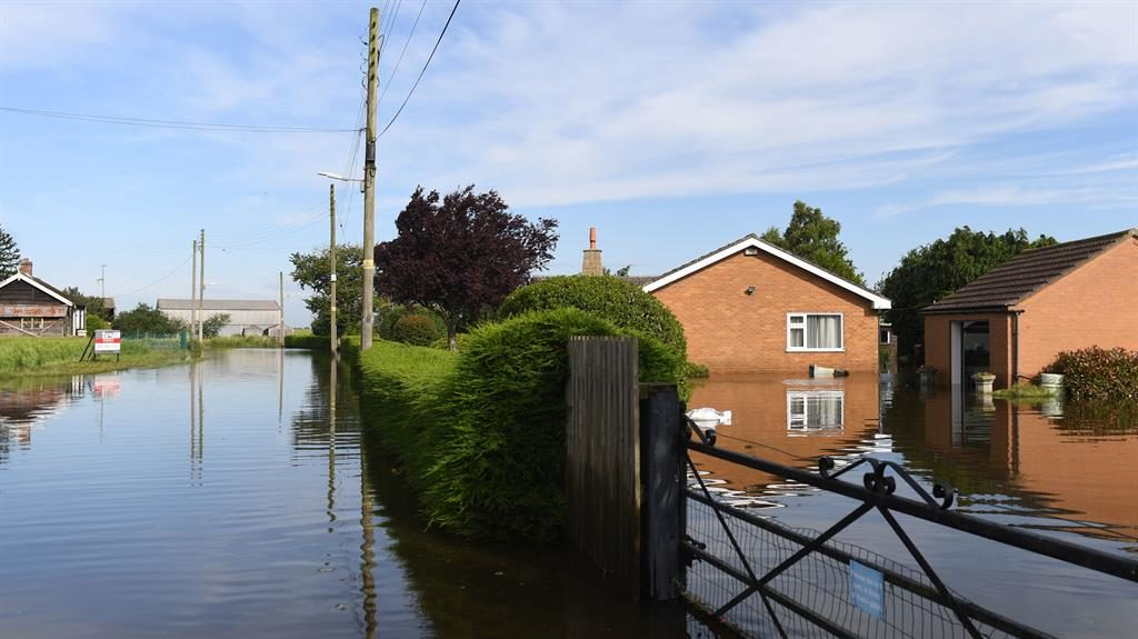 Flow-go area: Marooned homes in Wainfleet, Lincolnshire PICTURE: PA