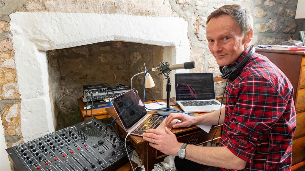 Hearth FM : Mark broadcasts live from his Dales cottage