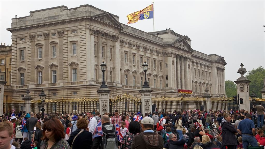 Climbed: Trespasser scaled the front gates of the Palace at 2am PICTURE: ALAMY