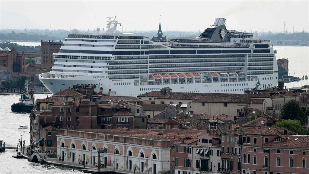 Venice outlaws large ships from historic centre
