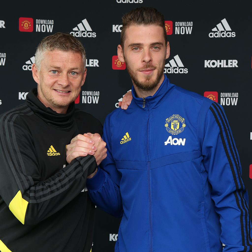 De Gea signs new four-year deal with United