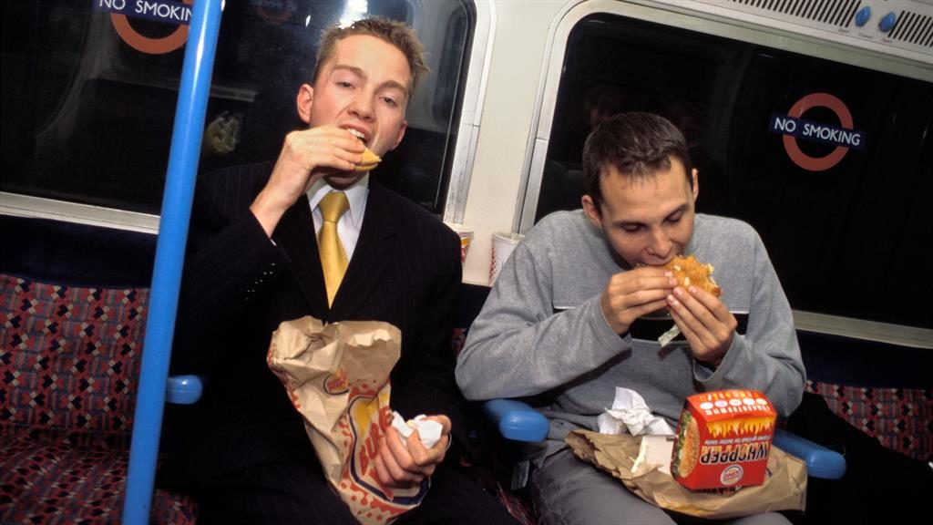 'Ban eating on public transport': Health chief calls for crackdown