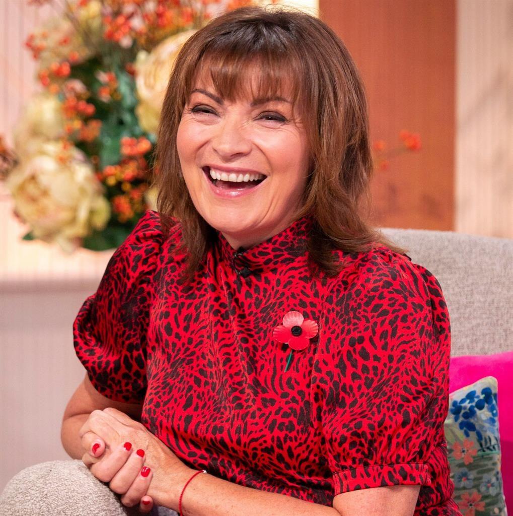Consummate 'performer': Lorraine has a laugh on set PICTURES: REX