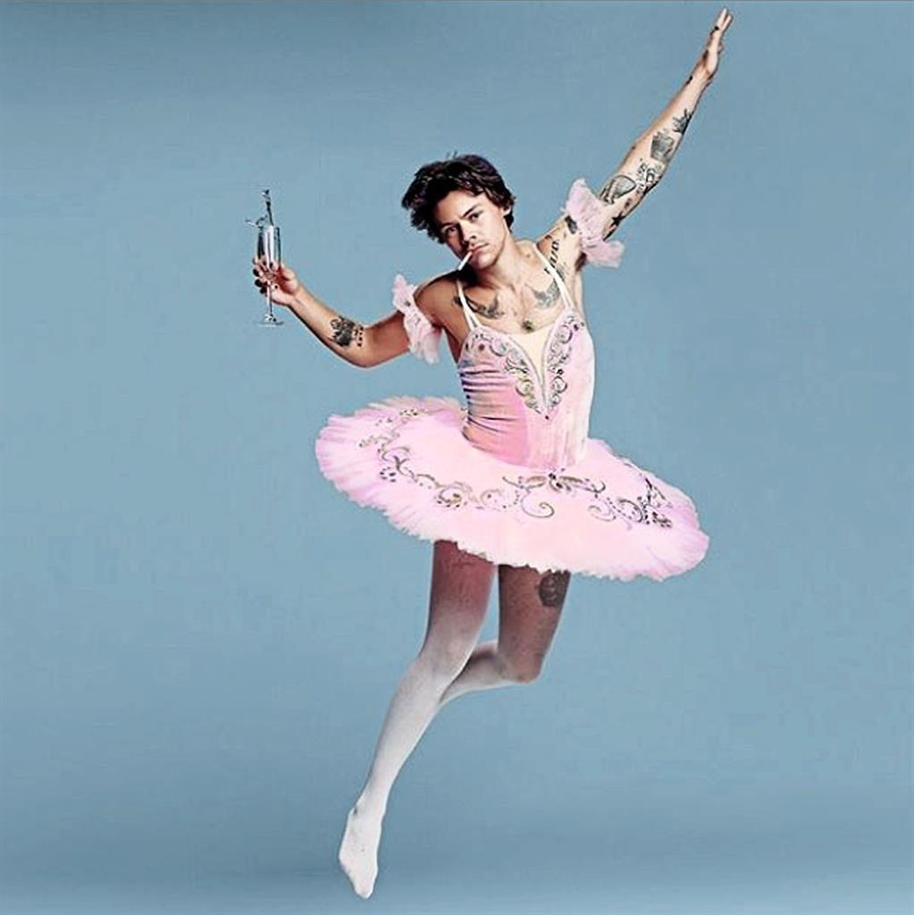 Harry Styles usando uma roup de bailarina.