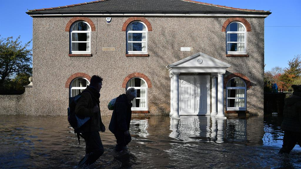 Soldiers arrive to aid communities hit by severe flooding