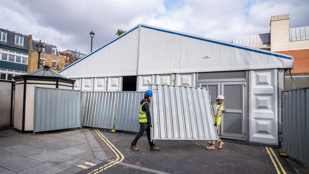 'Precaution': The temporary building next to Westminster coroner's court PICTURE: LNP