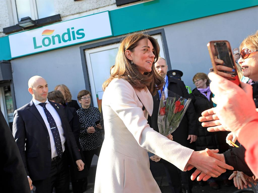 William and Kate first royals to visit a GAA club
