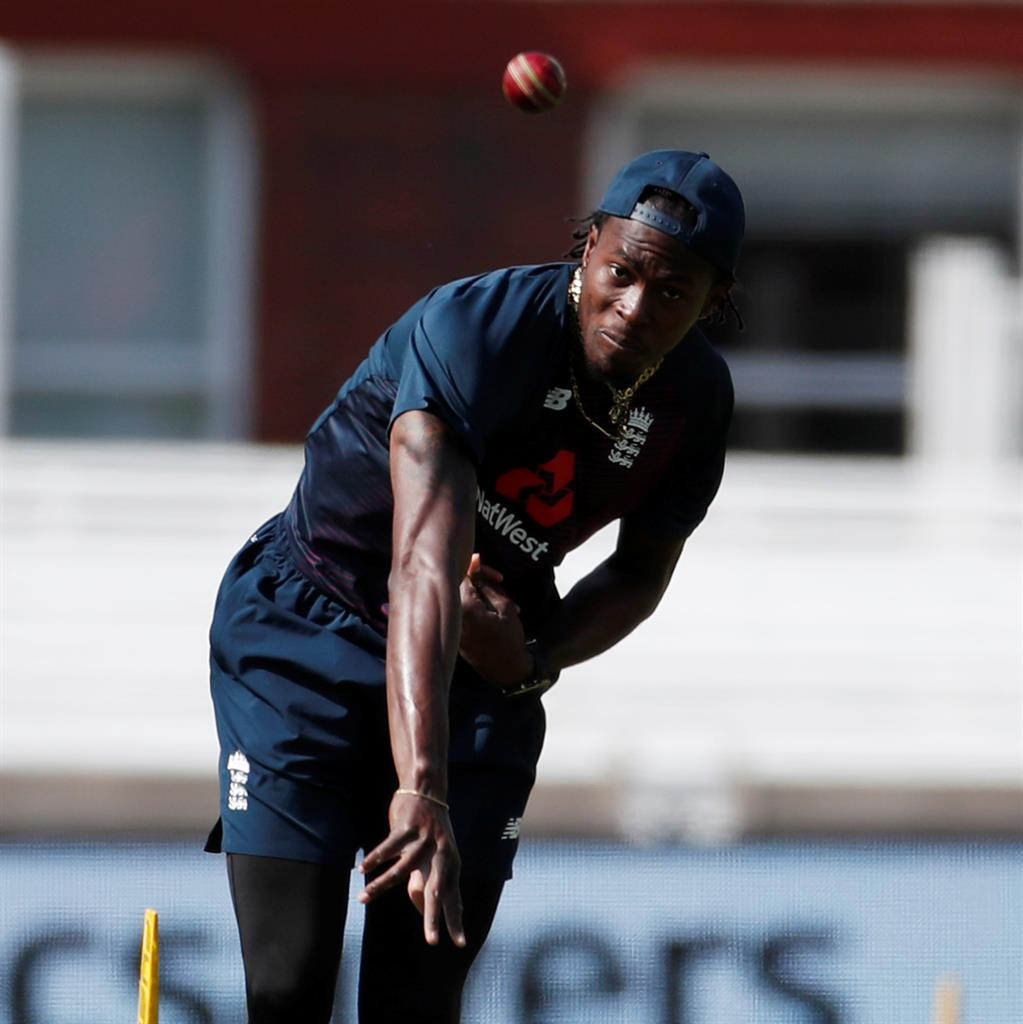 Raring to go: Jofra Archer and (below) Stuart Broad are likely to be involved in next week's  sessions PICTURES: REUTERS/PA