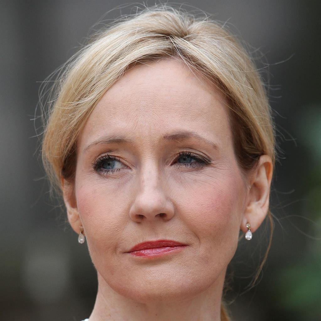 Trans row JK Rowling signs up to free speech campaign
