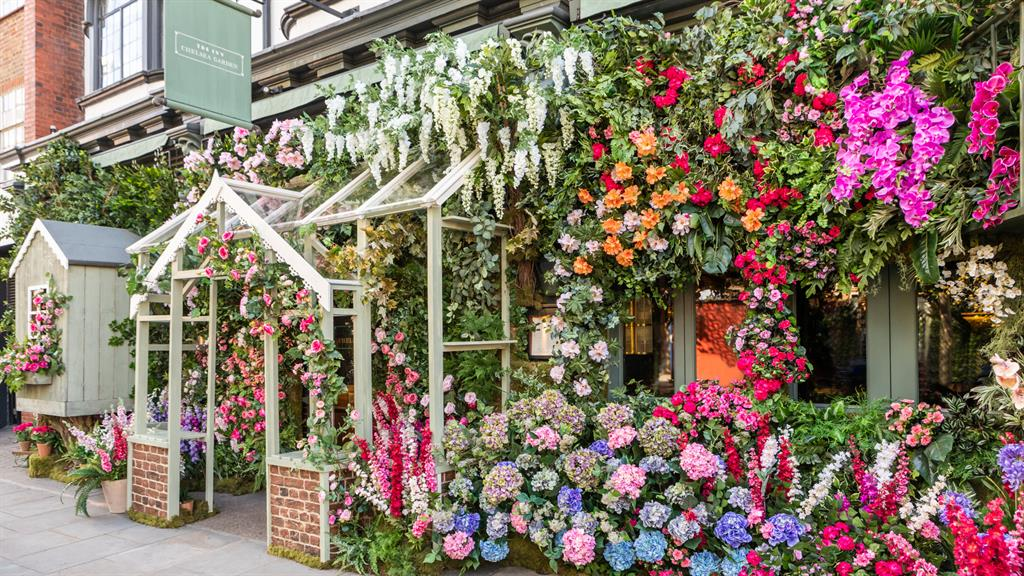 In full bloom: The Ivy Chelsea Garden (above) and Giraffe (bottom)