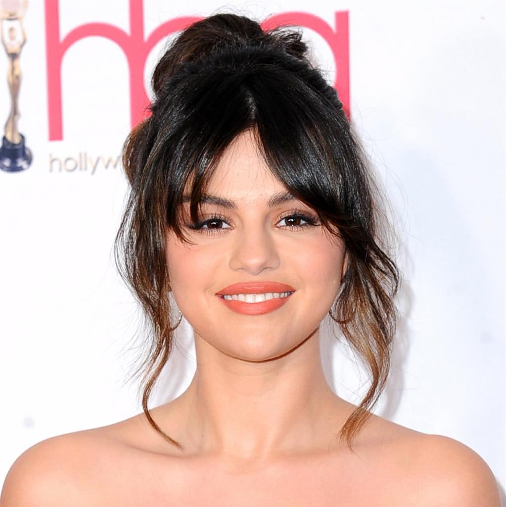 Selena Gomez Shows Off Scar From Kidney Transplant