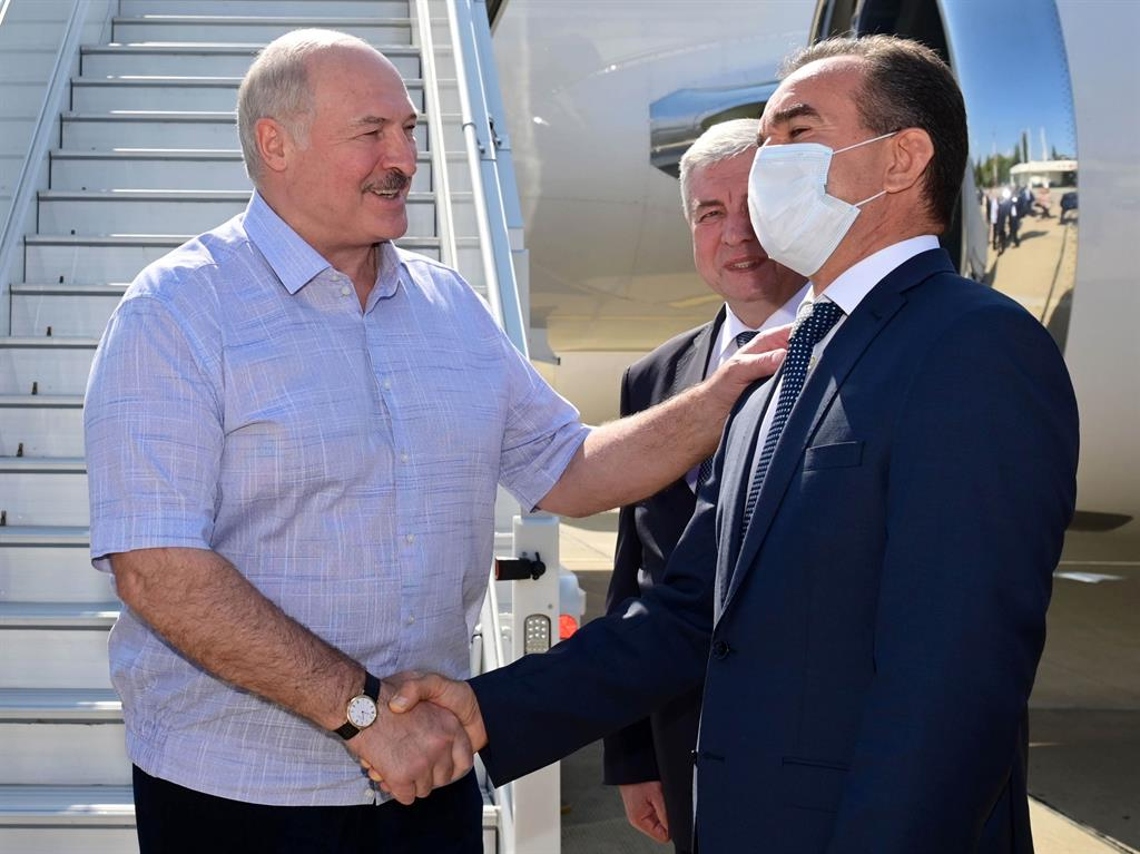 Russian to get here President Lukashenko is greeted