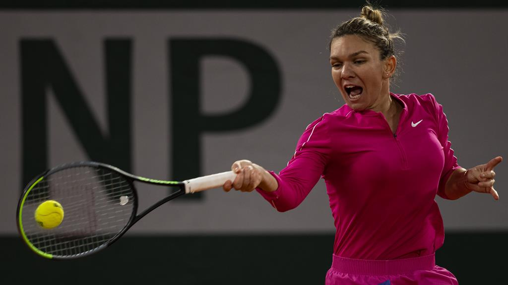 Seeded Simona Halep loses in straight sets to Iga Swiatek