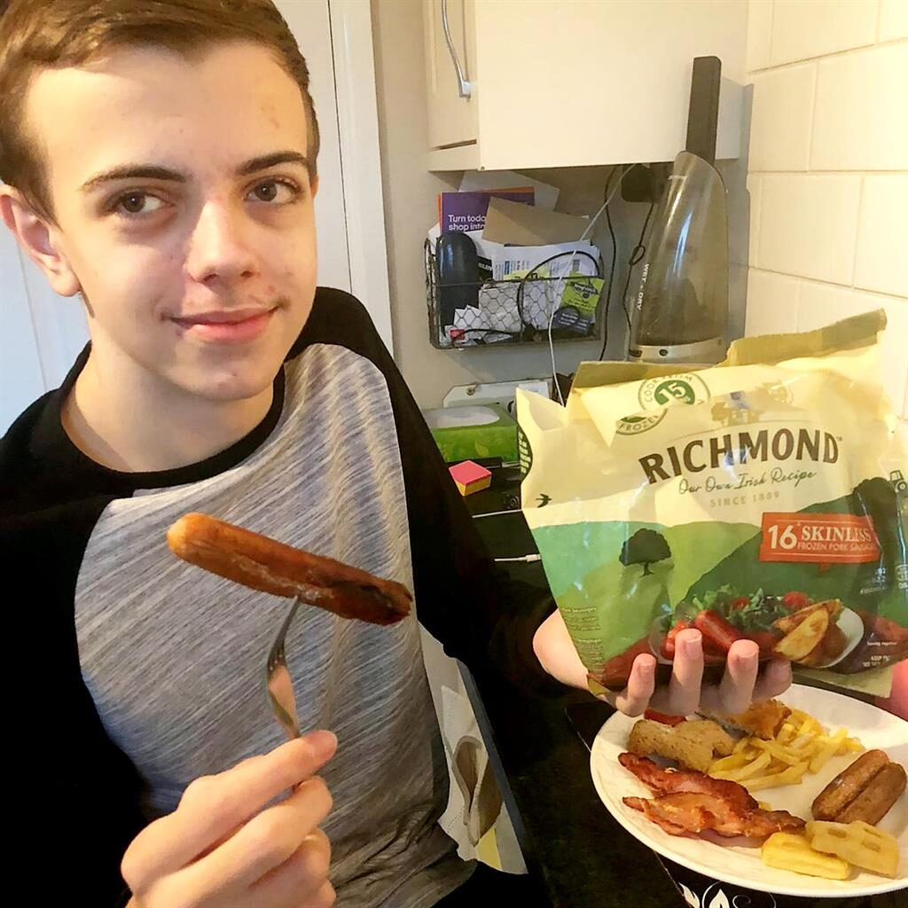Over the wurst: Teen cured of sausage-only diet - Metro ...