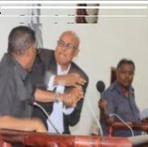 Video: Gudoonka Baarlamanka S/land oo gacmaha iskula tegay