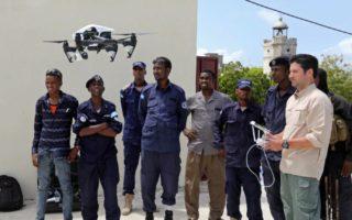 Sawiro: Booliska Soomaaliyeed oo lagu wareejiyay diyaaradaha sahanka ee drones-ka