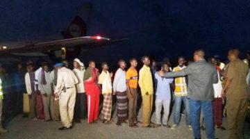 Somalia : 100 Somali Prisoners released by Ethiopia landed Mogadishu