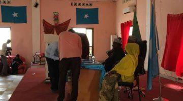 Somalia :Xildhibaanadii riday Cosoble oo guddi doorasho sameynaya [Sawirro]