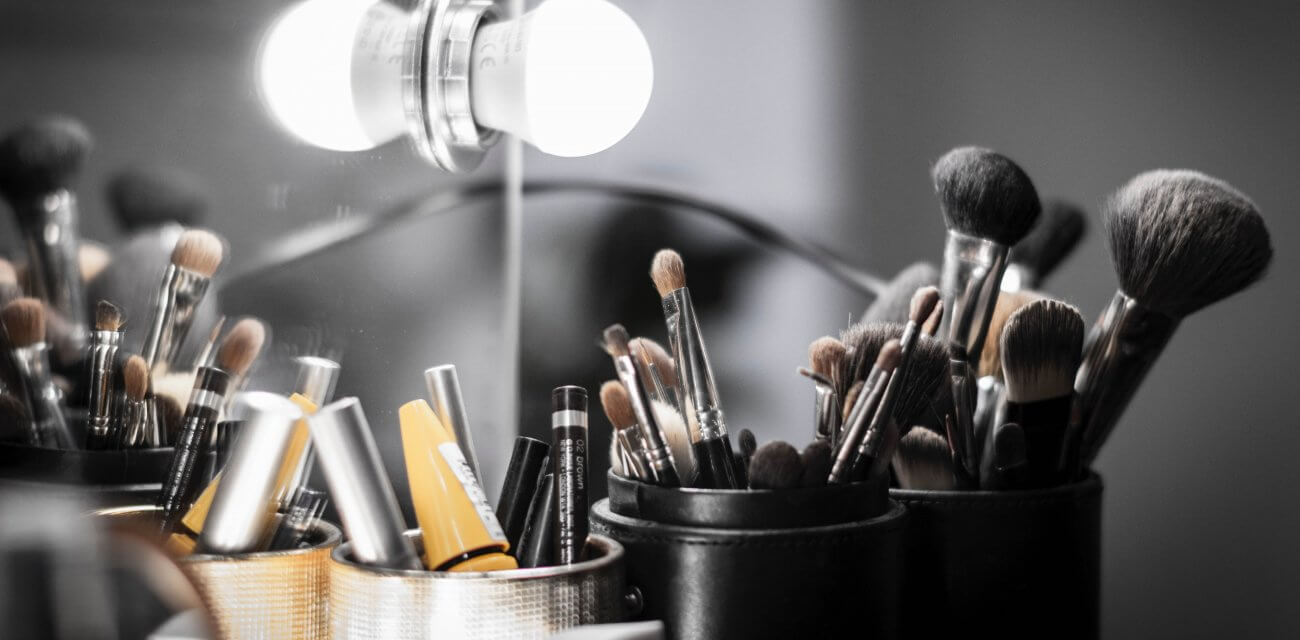 How the Professionals Keep Their Brushes Clean