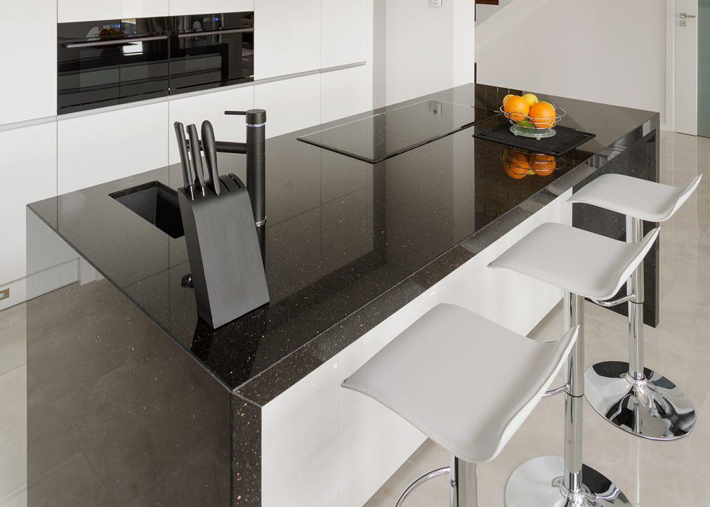 Modern kitchen With granite worktop - does granite make the best kitchen worktops