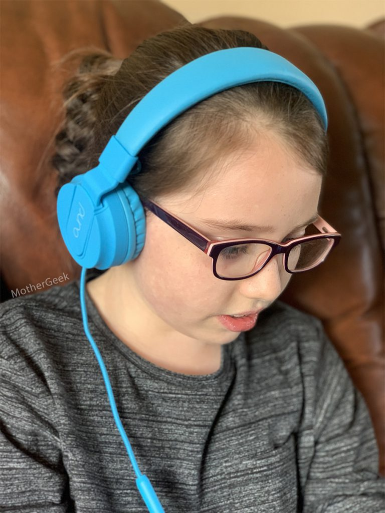 7 year old girl wearing PuroBasic Headphones For Kids