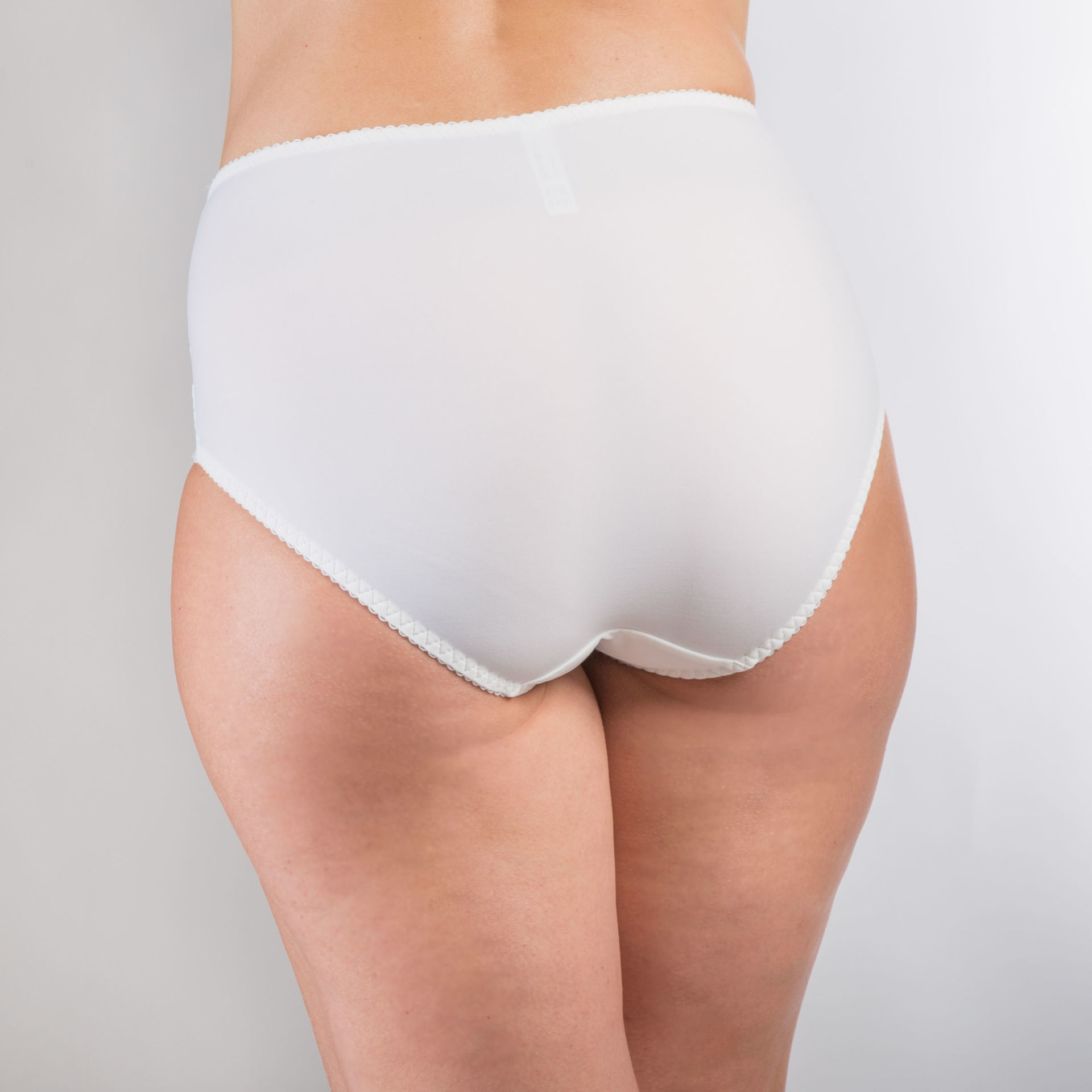 ms pomelo the eve marshmallow brief back atmospheric image