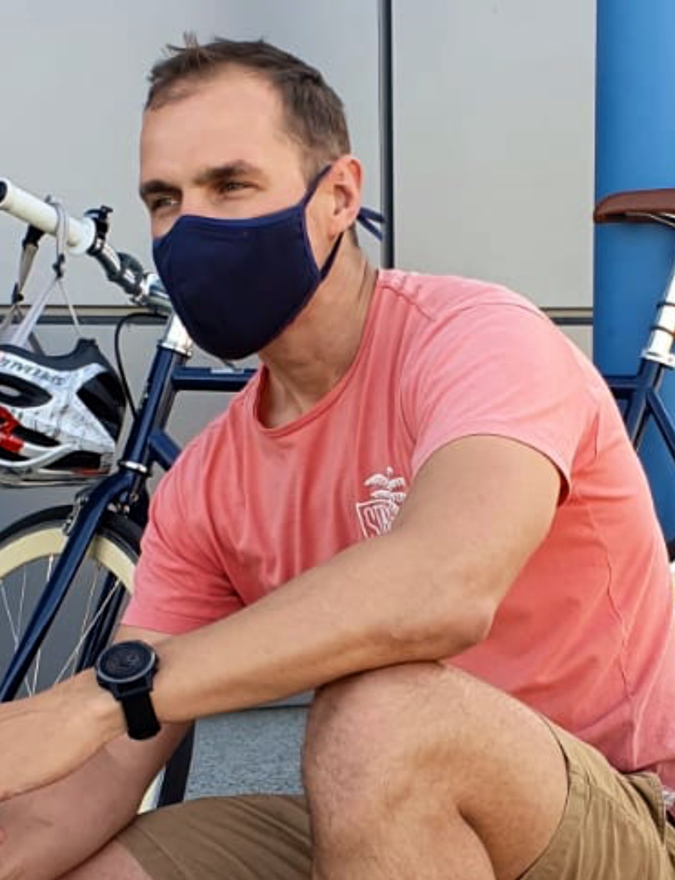 ms pomelo face mask for men in navy is great as a face covering on public transport and can also be used for cycling and gym