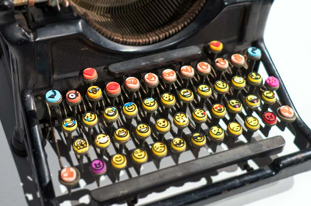 Emoji typewriter by Maya Ben Ezer