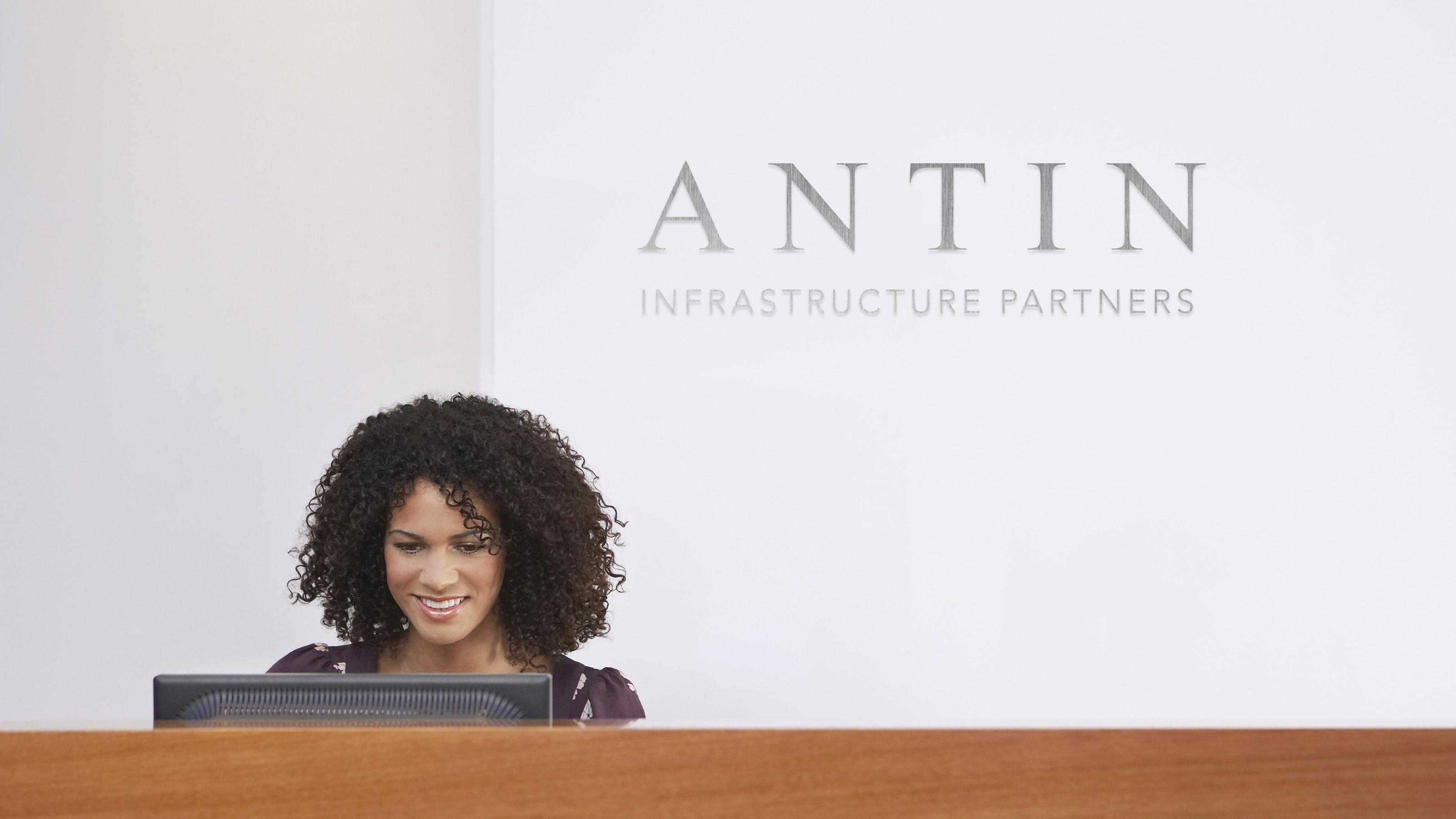Brand logo wall Antin