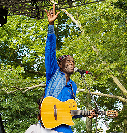 Mtukudzi inducted into Afropop Hall of Fame  Special club … Oliver Mtukudzi accepts honour on New York stage
