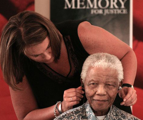 Aide's book describes 'farcical' aftermath of Mandela's  death