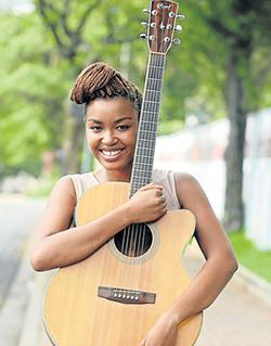 Tuku, Berita  join Ladysmith Black Mambazo  Performing at Carnival City in South Africa … Oliver Mtukudzi