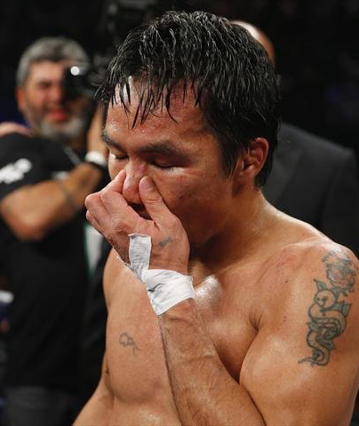 Floyd Mayweather beats Manny Pacquiao to go 48-0