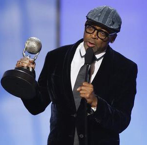 Filmmaker Spike Lee  defends his planned film on Chicago violence