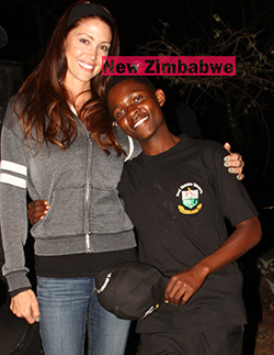 Hollywood actress and American Pie star visits Masvingo  Masvingo visit … Shannon Elizabeth (second right) with Great Zimbabwe University students