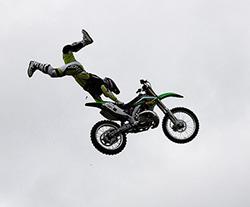 Bike stuntman  breaks leg, arrested for not having licence