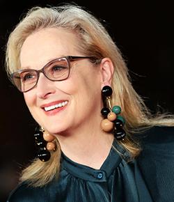 In emotional speech, Streep renews harsh criticism of Trump