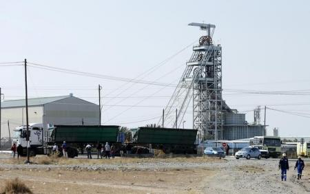 Miners talk with  South Africa on empowerment outside of court case